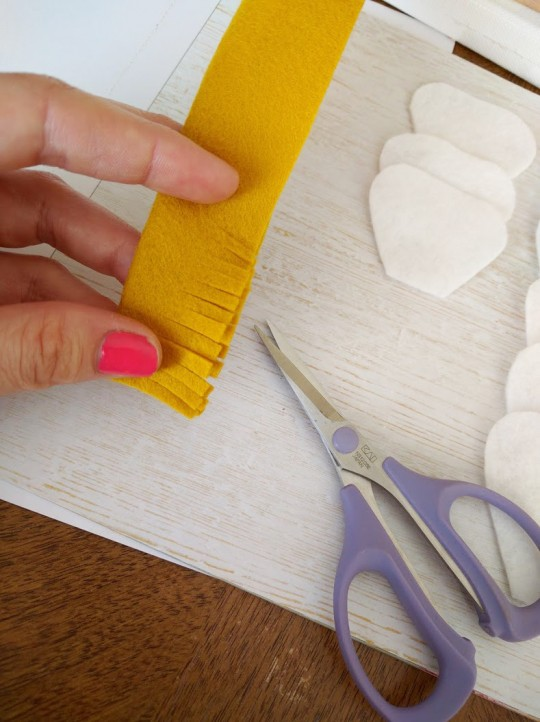 Mrs Priss DIY Another Felt Flower Snips