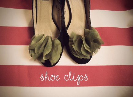 green shoe clips 435x318 Some of my Favorite DIY Wedding Projects! I HEART DIY WEDDINGS!!!