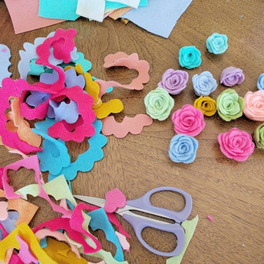 mrspriss creative process felt flowers